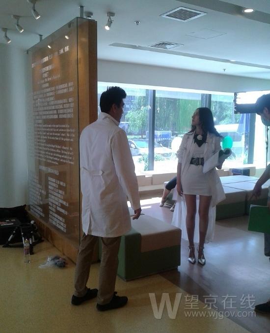 望京嫣然儿童医院看到长腿短裙女医师